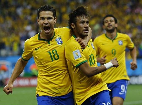 Neymar (10) trong vai trò thủ quân chưa đóng góp được nhiều cho tuyển Brazil