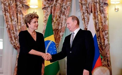 Tổng thống Brazil Dilma Rousseff và Tổng thống Nga Vladimir Putin  trong cuộc gặp hồi tháng 7 ở TP Ufa, thủ phủ của Cộng hòa Bashkortostan Ảnh: PPIO