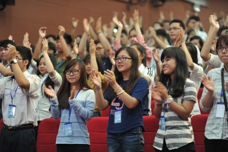 Học sinh, sinh viên ham dự lễ trao học bổng ẢNH: Công đoàn Cao su Việt Nam