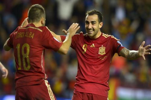 Santi Cazorla (phải) đang tỏa sáng tại CLB lẫn đội tuyển quốc gia
