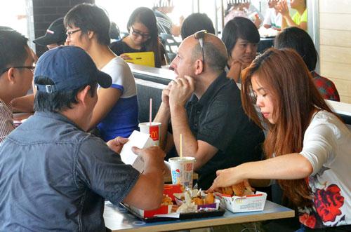 TPP sẽ là cơ hội để Việt Nam đón làn sóng đầu tư nước ngoài. Trong ảnh: Thị trường thức ăn nhanh đang thu hút các nhà đầu tư ngoại Ảnh: Tấn Thạnh