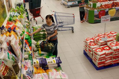 Người tiêu dùng trong nước vẫn chưa quen với gạo đóng gói, hình thức cần có của gạo thương hiệu Ảnh: Nhật Thư