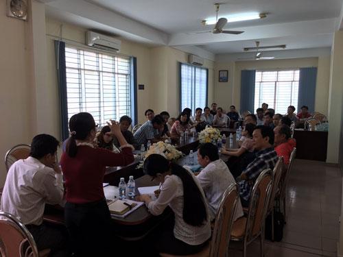 Hàng chục khách hàng đã đến UBND phường An Lạc A phản ánh sự việc vào sáng 25-12