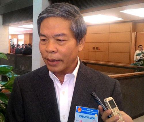 Bộ trưởng Nguyễn Minh Quang trả lời phỏng vấn bên lề Quốc hội ngày 2-11 Ảnh: Đông Bắc