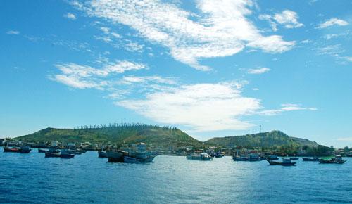 Đảo Lý Sơn, tỉnh Quảng Ngãi nhìn từ biển