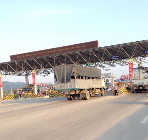 Trạm thu phí Hoàng Mai thu phí hoàn vốn dự án BOT Nghi Sơn - Cầu Giát (tỉnh Nghệ An)  Ảnh: ĐỨC NGỌC