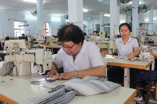 Với kinh nghiệm tích lũy được, người lao động cao tuổi là vốn quý của doanh nghiệp  Ảnh: THANH NGA