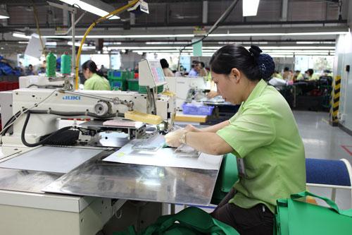 Công nhân Công ty TNHH Mountech được chăm lo tốt với nhiều khoản thưởng và phúc lợi Ảnh: Hồng Đào