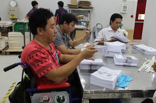 Lao động khuyết tật làm việc tại Công ty CP In nhãn Bao bì Hoàng Hà
