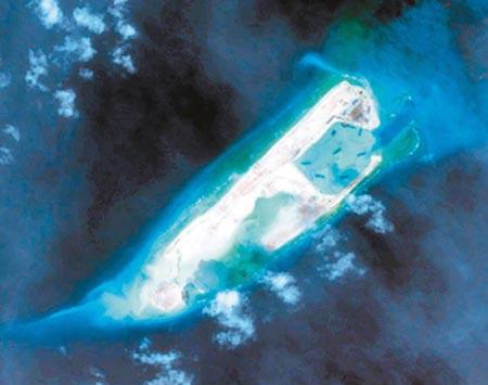 Đá Chữ Thập thuộc quần đảo Trường Sa của Việt Nam, nơi Trung Quốc chi 11,5 tỉ USD mở rộng trái phép thời gian qua - Ảnh chụp vệ tinh Đá Chữ Thập hôm 7-1-2015. Ảnh: NANHAI RESEARCH FORUM