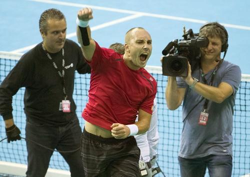 Steve Darcis thắng trận quyết định trước Federico Delbonis, đưa Bĩ vào chung kết