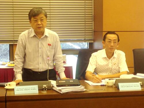 Đại biểu Trương Trọng Nghĩa (trái) đề nghị bổ sung để đánh giá đầy đù hơn về nguy cơ, thách thức với chủ quyền quốc gia trên Biển Đông