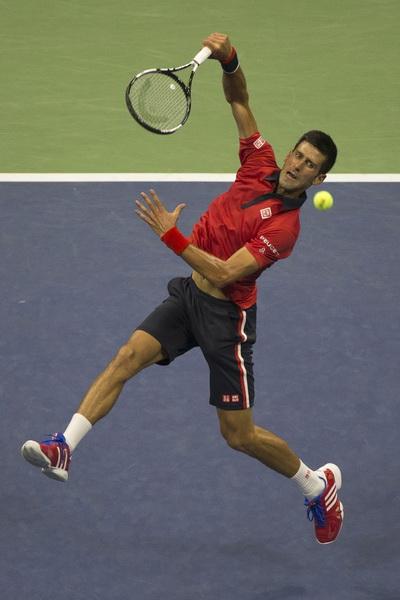 Djokovic mất ván đầu tiên nhưng vẫn vào tứ kết