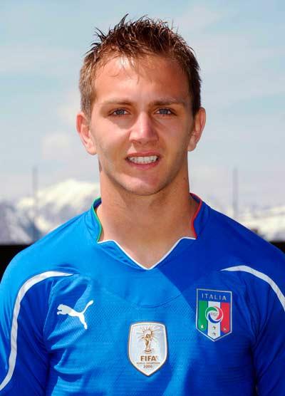 Tuyển thủ Domenico Criscito bị loại khỏi tuyển Ý 2012  do liên quan đến đường dây mua bán độ