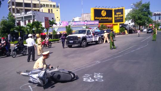 Lực lượng công an dựng lại hiện trường vụ tai nạn vào sáng ngày 5-12 để phục vụ công tác điều tra