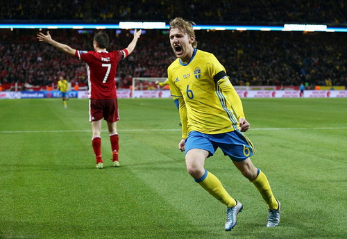 Emil Forsberg mở tỉ số cho chủ nhà Thụy Điển