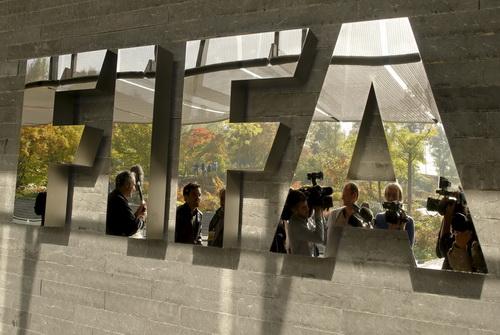 Bộ sậu lãnh đạo FIFA sa lầy vào các hành vi vi phạm luật pháp