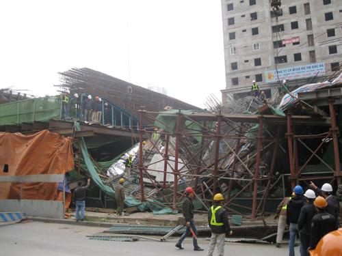 Vụ sập giàn giáo nghiêm trọng tại dự án đường sắt Cát Linh- Hà Đông tháng 12-2014 - Ảnh: Nguyễn Hưởng