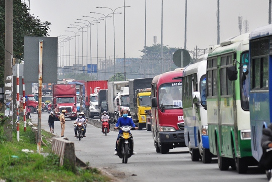 Vụ tai nạn liên hoàn làm Quốc lộ 1 đoạn qua khu vực bị ùn ứ kéo dài
