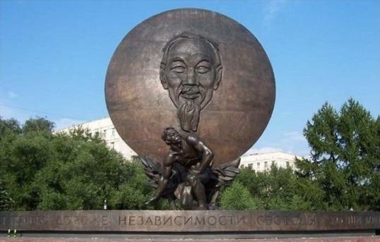 Phù điêu Hồ Chí Minh tại thủ đô Moscow (LB Nga)