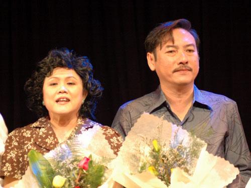 NSƯT Thành Hội và NS Ái Như trên sân khấu kịch Hoàng Thái Thanh