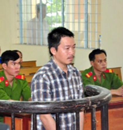 Bị cáo Nguyễn Văn Đệ trước vành móng ngựa.