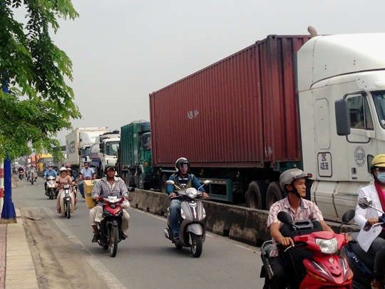 Vụ tai nạn làm giao thông trên đường Đồng Văn Cống bị ùn tắc cục bộ