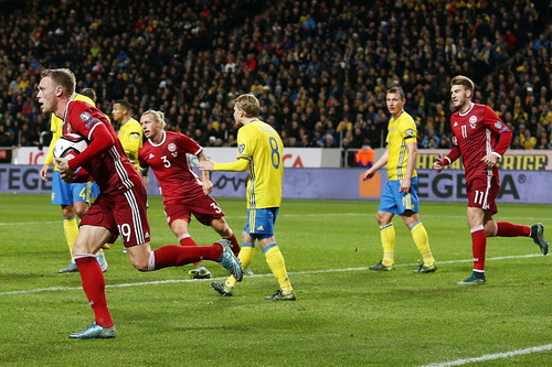Nicolai Jorgensen ghi bàn cho Đan Mạch ở cuối trận