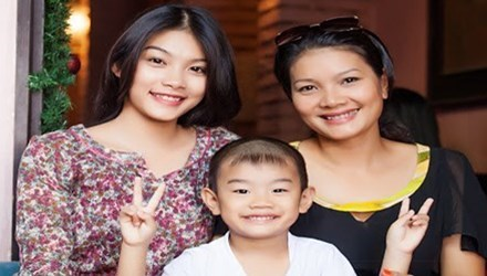 Kiều Trinh và 2 con