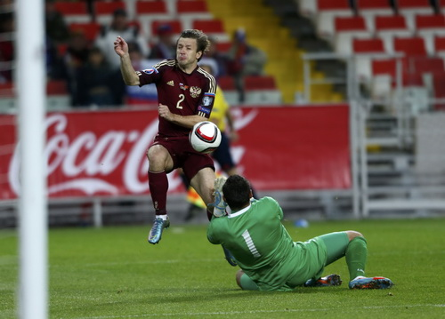 Hậu vệ Kuzmin mở tỉ số cho tuyển Nga