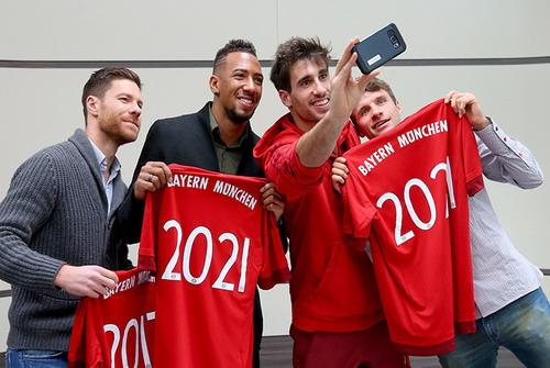 4 cầu thủ trụ cột vừa gia hạn hợp đồng với Bayern (Alonso, Boateng, Martinez, Mueller)