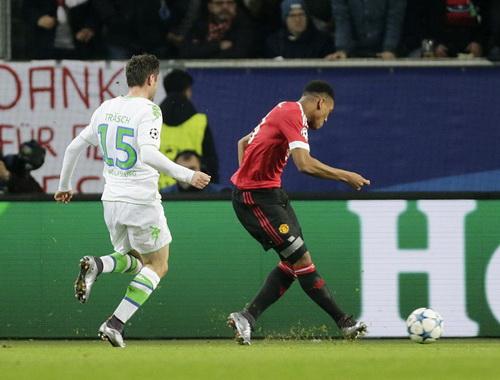 Anthony Martial ghi bàn mở tỉ số cho M.U