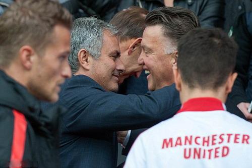 Mourinho là ứng viên thay thế Van Gaal ở Old Trafford