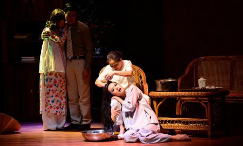 Vở Nửa đời hương phấn trên sân khấu Hoàng Thái Thanh