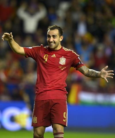 Paco Alcvacer lập cú đúp, đưa Tây Ban Nha đến VCK Euro 2016