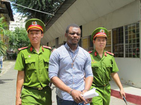"""Một đối tượng người nước ngoài lừa hàng chục """"quý bà"""" bị TAND TP HCM xử phạt 15 năm tù"""