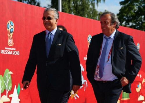 Thái tử Salman bin Khalifa có mối quan hệ thân thiết với Michel Platini