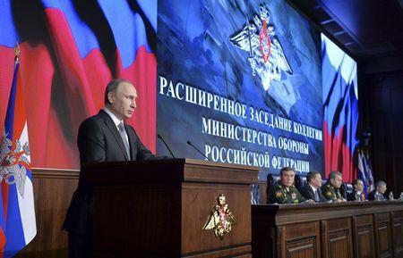 Tổng thống Nga Putin phát biểu trong cuộc họp thường niên tại Bộ Quốc phòng Nga tại Moscow hôm 11-12. Ảnh: Reuters