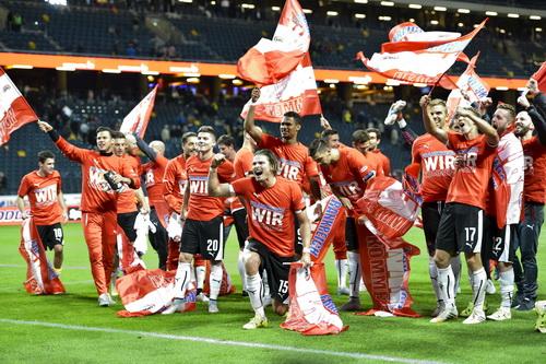 Các cầu thủ Áo mừng chiến thắng..