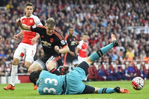 Thủ môn Petr Cech đảm bảo chiến thắng trọn vẹn cho Arsenal