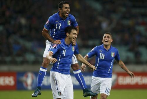 Matteo Darmian (4) ấn định chiến thắng và suất vé dự VCK cho tuyển Ý