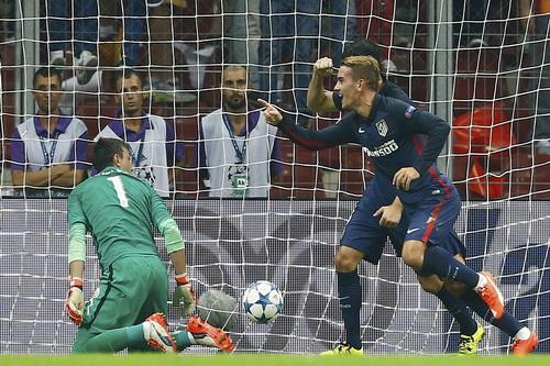 Antoine Griezmann ghi bàn cho Atletico Madrid