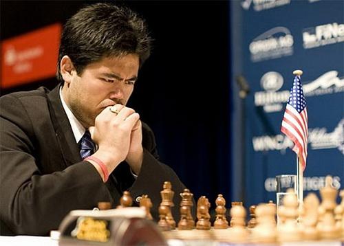 Hikaru Nakamura phải chia điểm với Quang Liêm ở ván 6