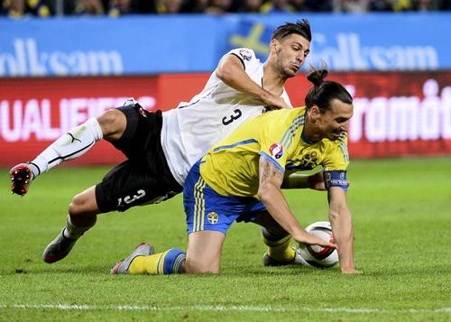 Siêu sao Ibrahimovic thêm một lần lận đận cùng tuyển Thụy Điển
