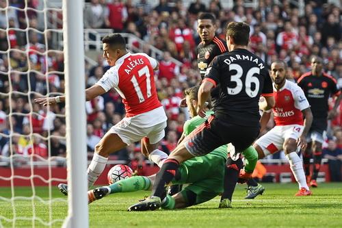 Alexis Sanchez ghi bàn mở tỉ số từ phút thứ 6