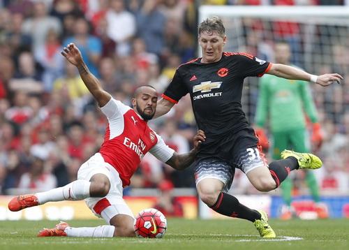 Theo Walcott thi đấu xuất sắc dù không trực tiếp ghi bàn