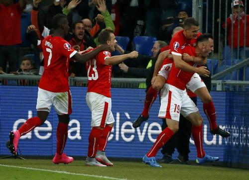 ... và niềm vui Thụy Sĩ