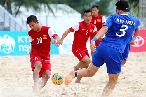 Trận đấu bóng đá bãi biển giữa tuyển Việt Nam và Kuwait tại ABG 4 - 2014