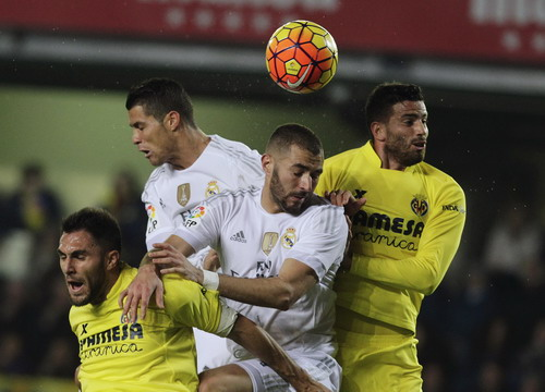Ronaldo và Benzema bị khóa chặt