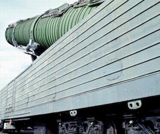 Một toa tàu lửa mang tên lửa. Ảnh: Asian Arms Control Project